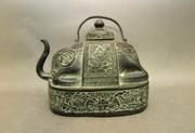 Коллекционный бронзовый чайник в форме слона.